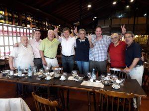 Cesar Milani almorzando con amigos