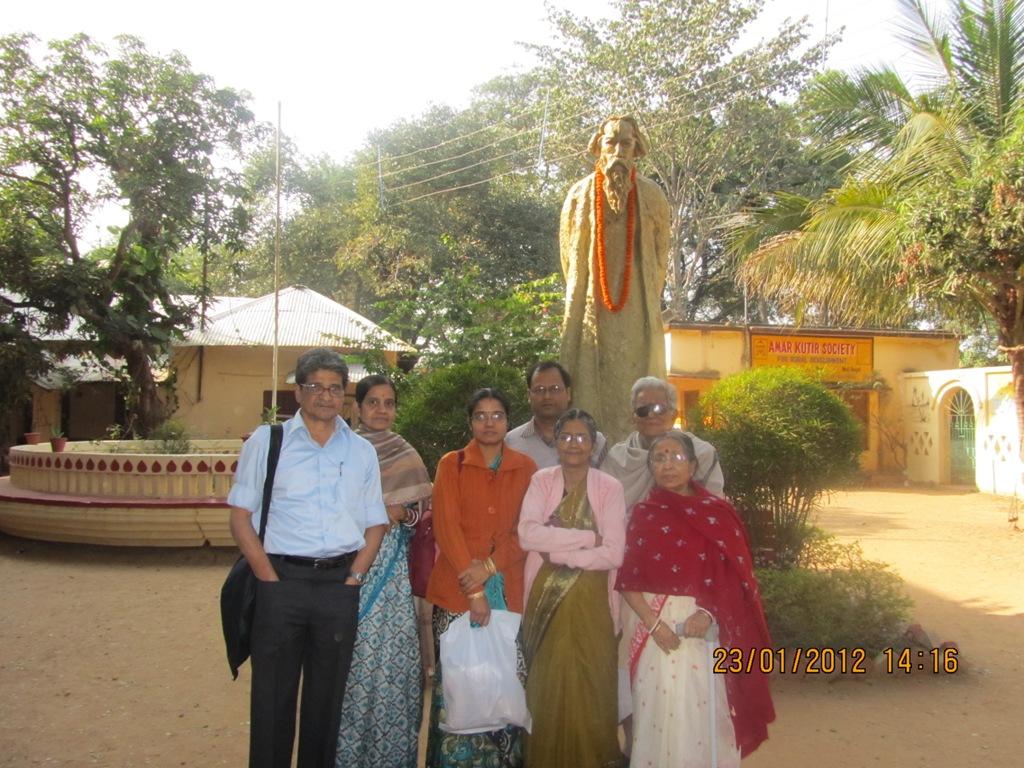 Ratan Basu en estatua de Tagore