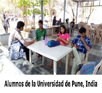 Alumnos de la Universidad de Pune, India