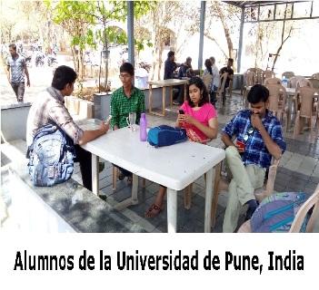 Alumnos de la Universidad de Pune, India